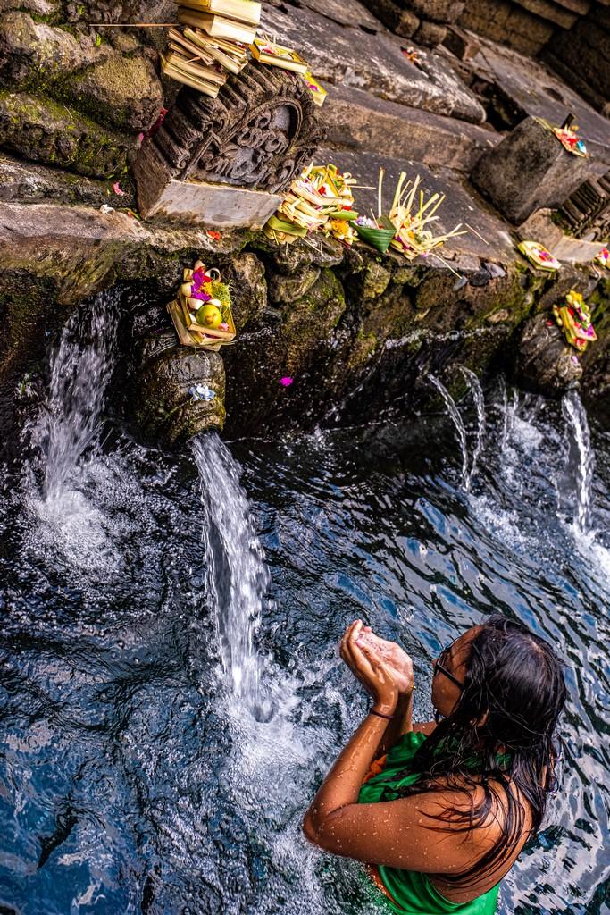 sorgenti sacre e bagnante