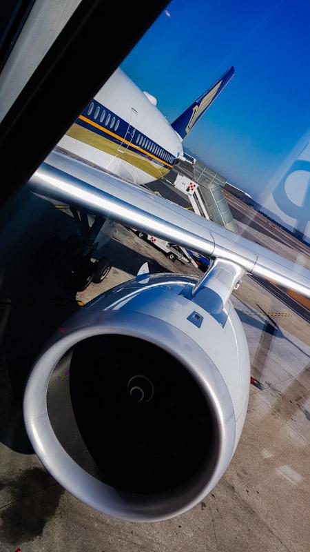 vista del motore di un aereo di linea