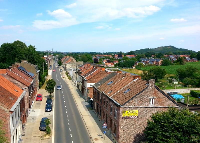 strada con case viste dall'alto