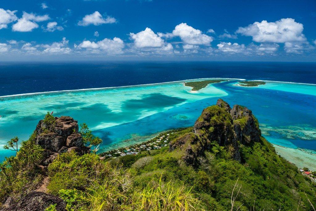 Vista dalla vetta del Monte Teurafaatiu sul sud dell'isola