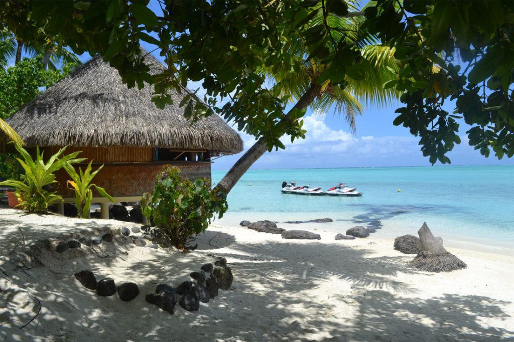 spiaggia di fronte a una pensione di famiglia