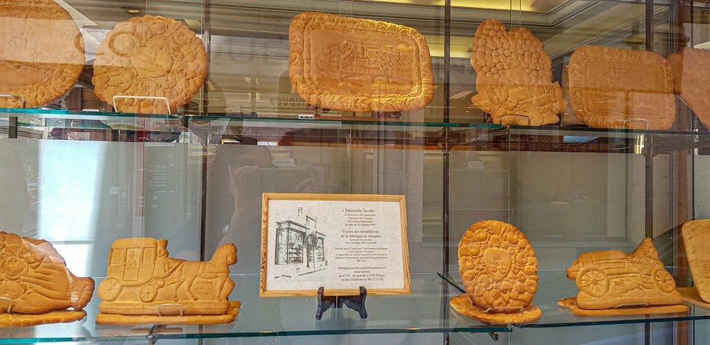 vetrina con biscottoni