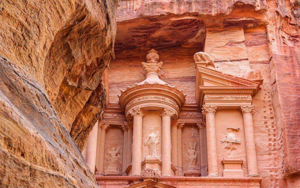 vista della facciata del tesoro