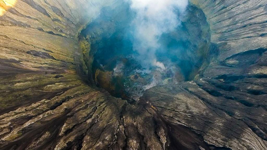 interno del cratere del vulcano