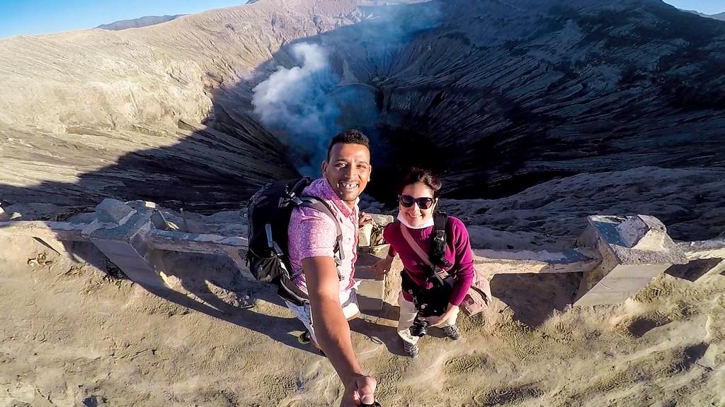itinerario in indonesia 3 settimane due persone sulla cresta del vulcano