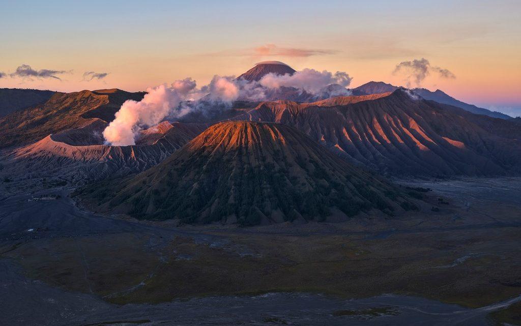 alba con vista sul Monte Bromo