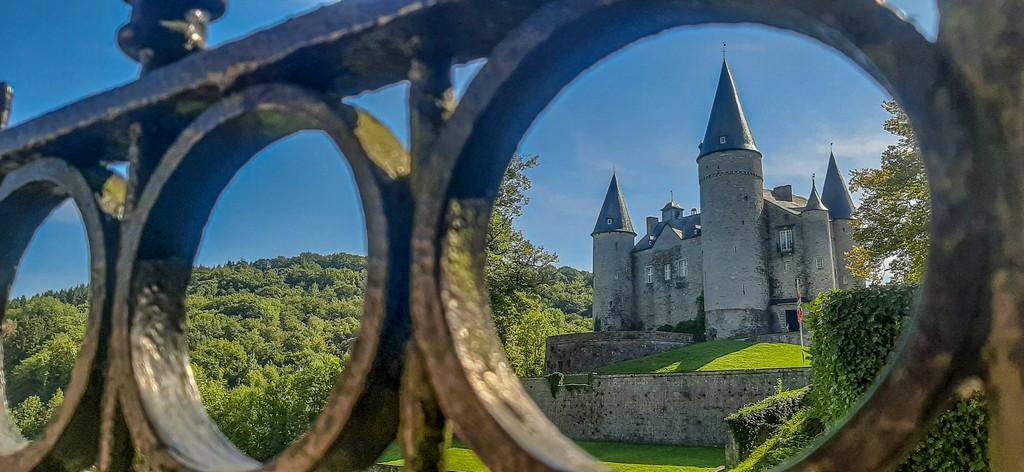 castello visto dalla cancellata
