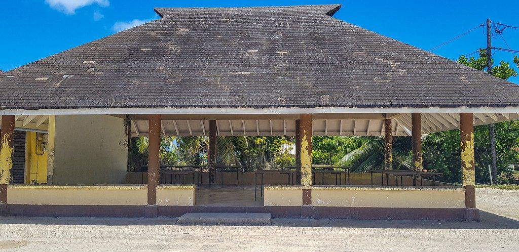 La tettoia sotto cui si radunano i produttori le mattine in settimana
