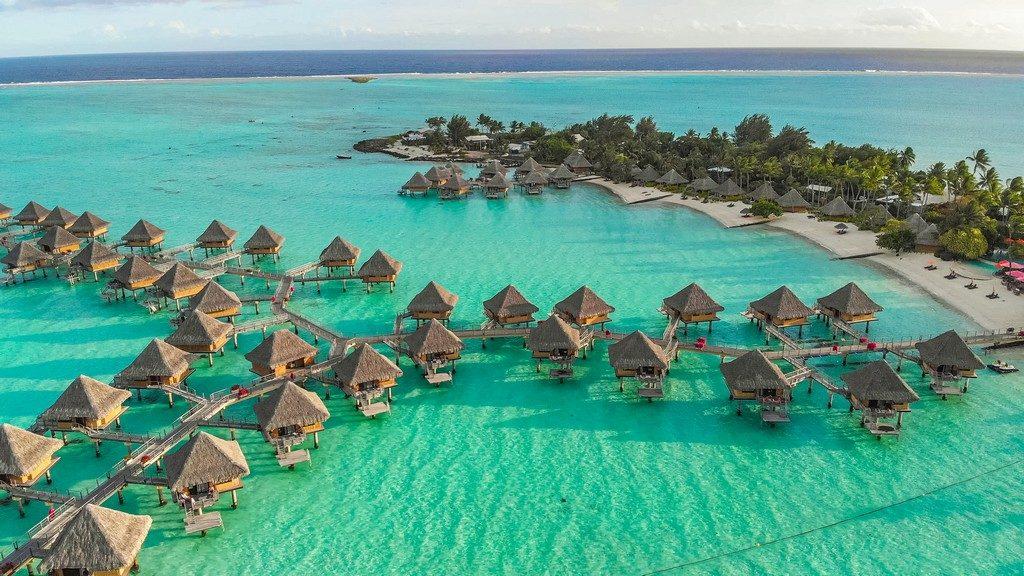 vista aerea di resort con overwater