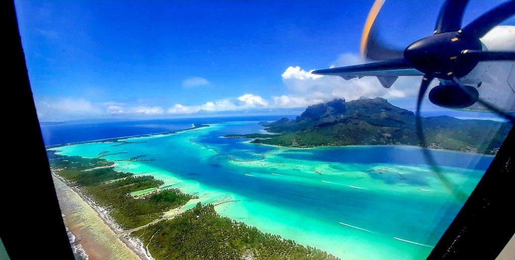 vista aerea della laguna di Bora bora