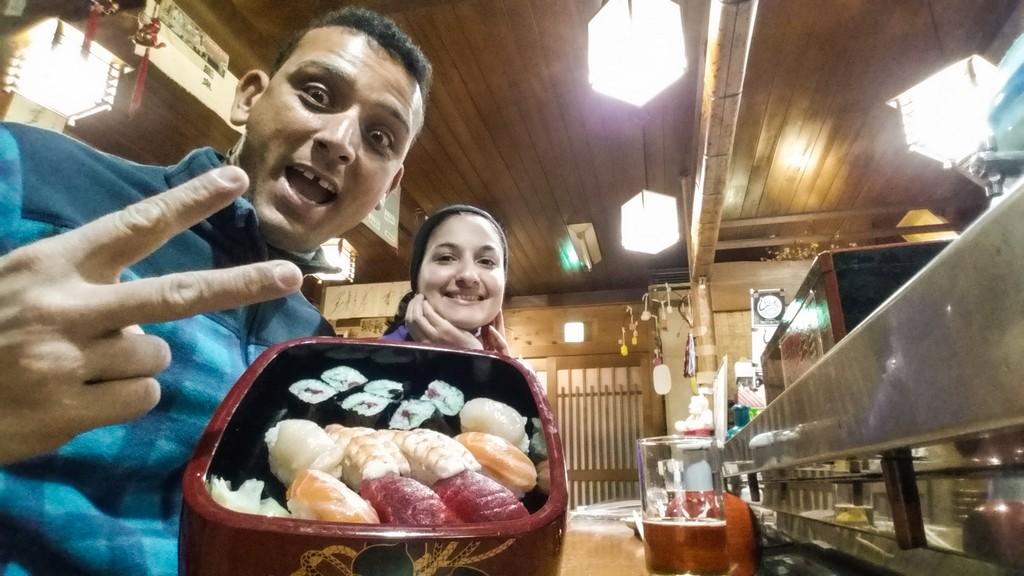 coppia con sushi