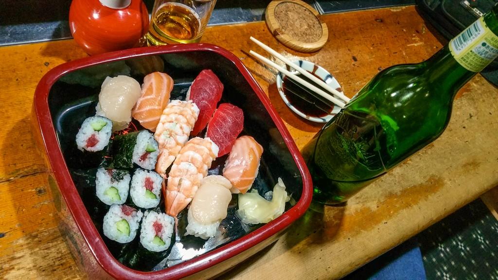 sushi misto con birra
