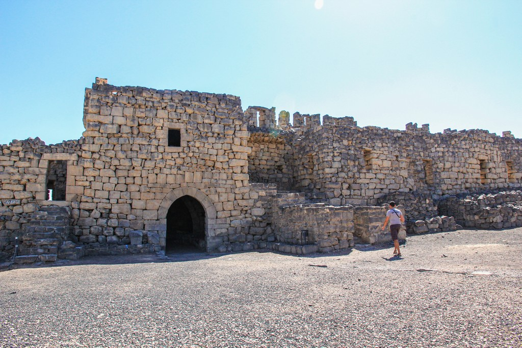 antica fortezza con muretti a secco