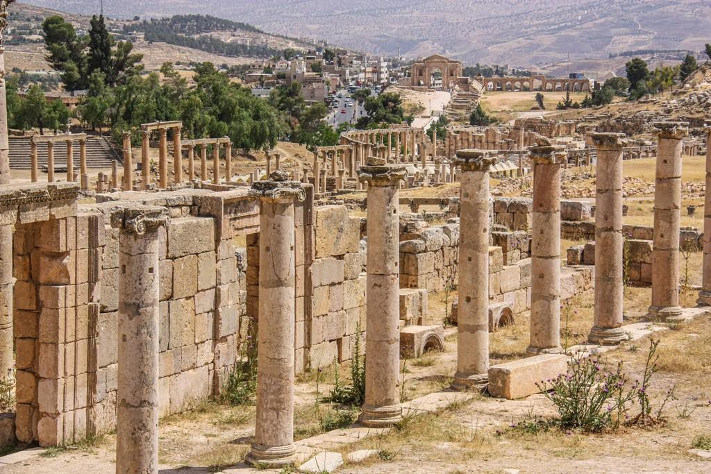 colonne in piedi e resti archeologici