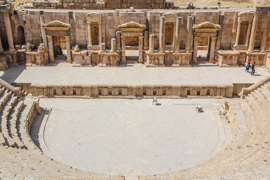 vista dell'antico teatro romano dagli spalti più alti