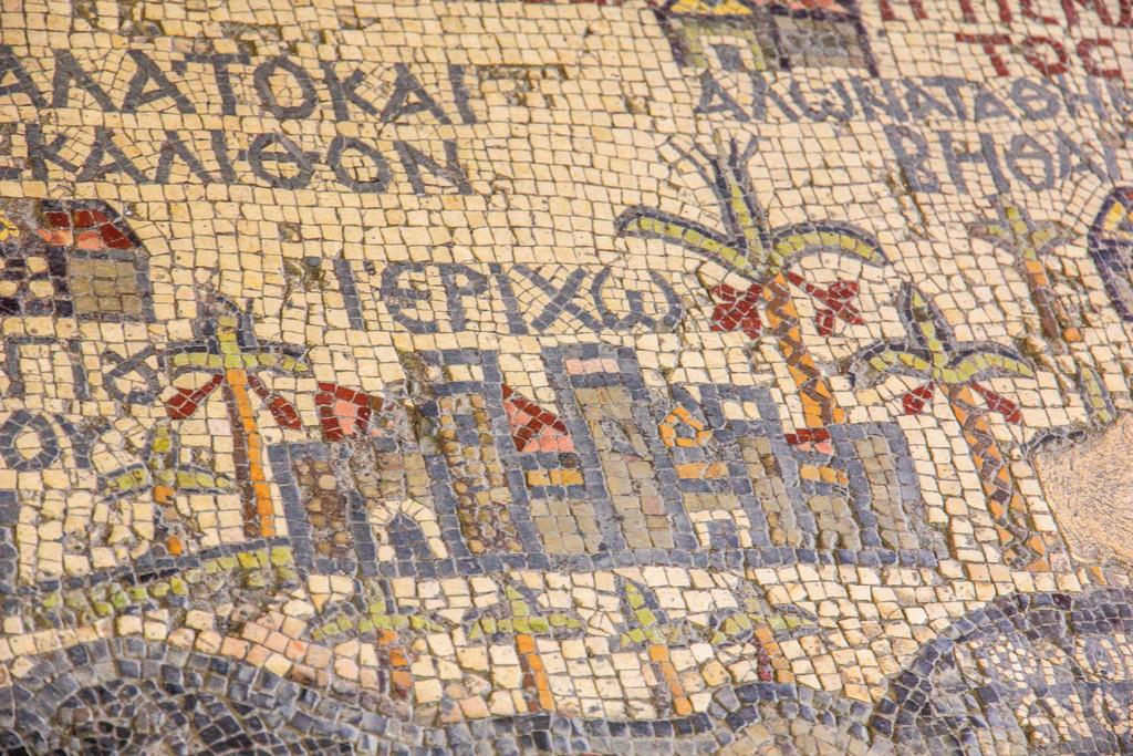 particolare delle tessere del mosaico