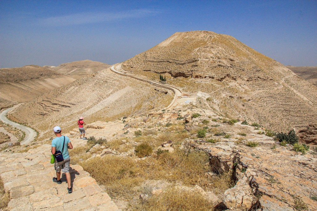sentiero verso la collina