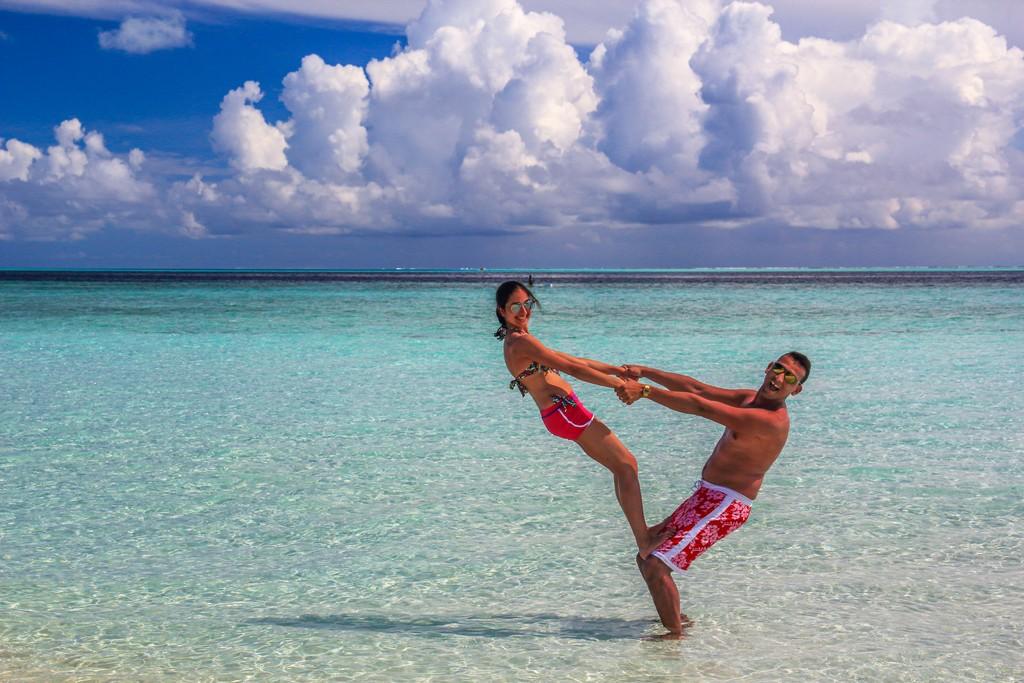 Organizzare Maldive fai da te coppia nella laguna azzurra