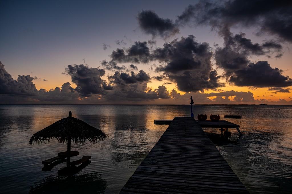 vista del molo al tramonto