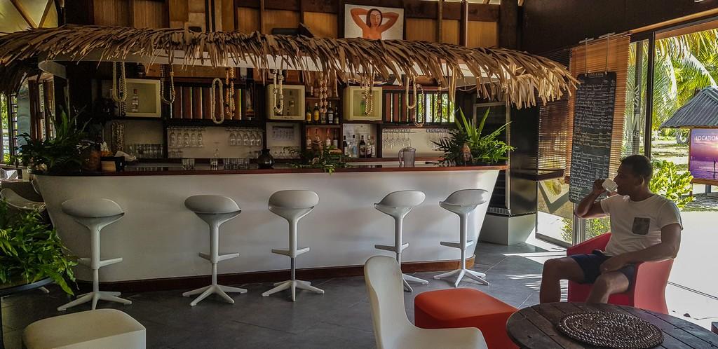 zona bar del ristorante con persona