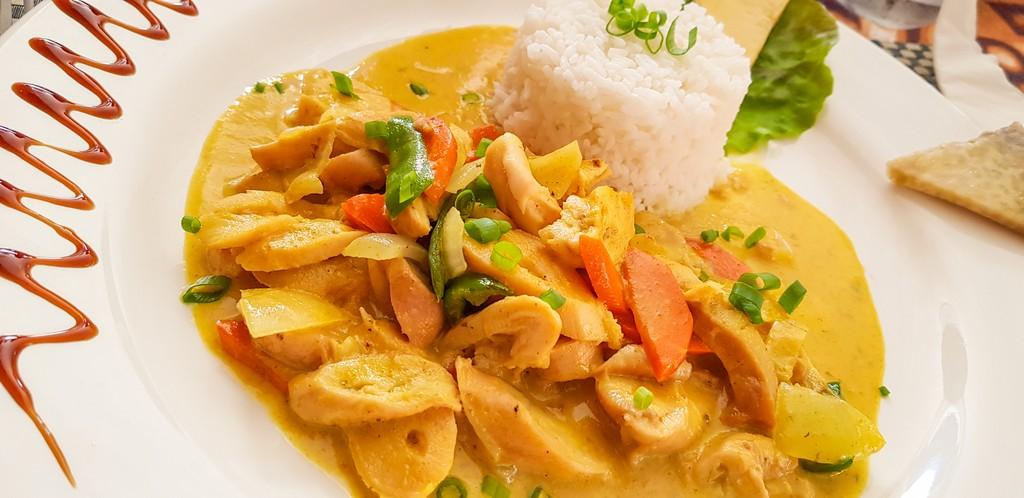 polipo al curry con riso bianco