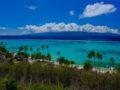 guida a moorea vista di isola montuosa con nuvole