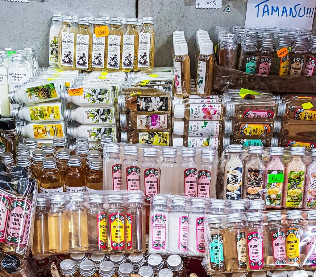 olio di monoi confezionato in esposizione