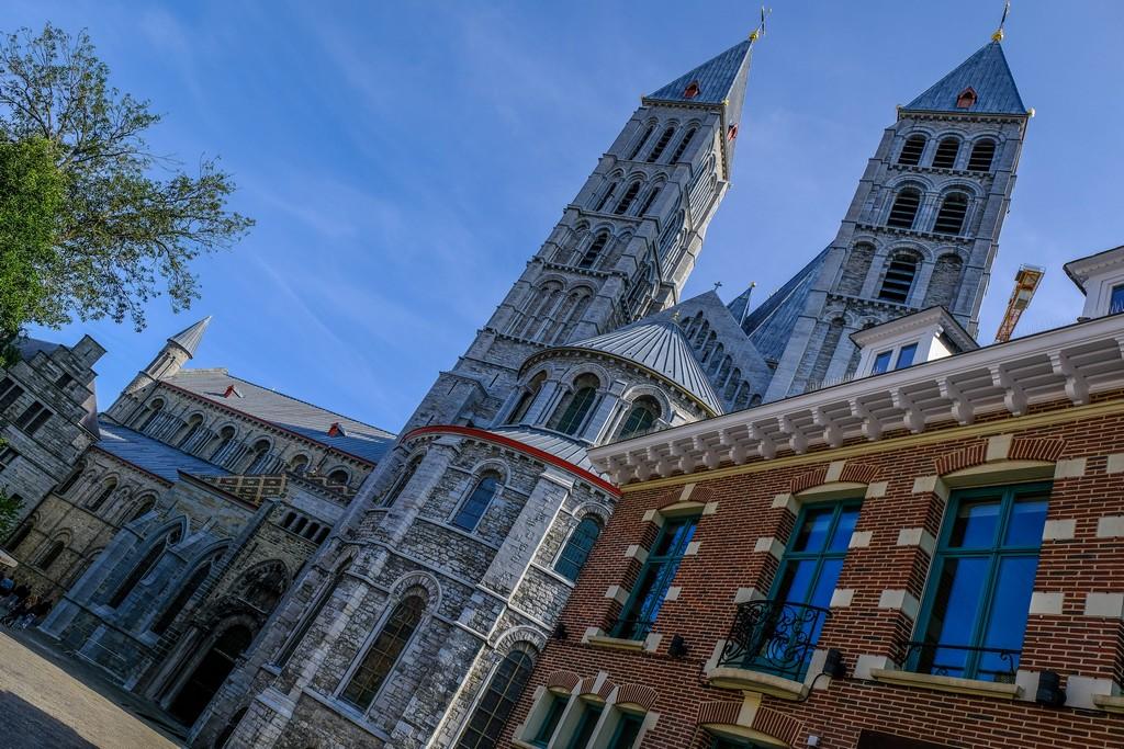 cattedrale vista lateralmente in foto obliqua
