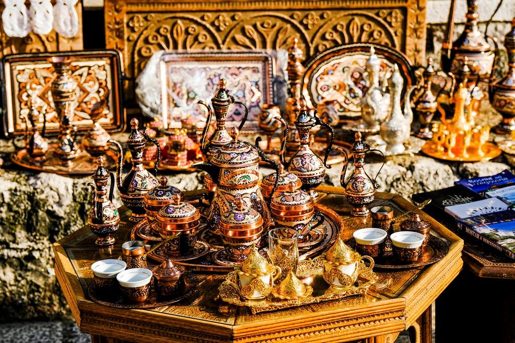 tavolino con servizio da té in vendita bazar mostar