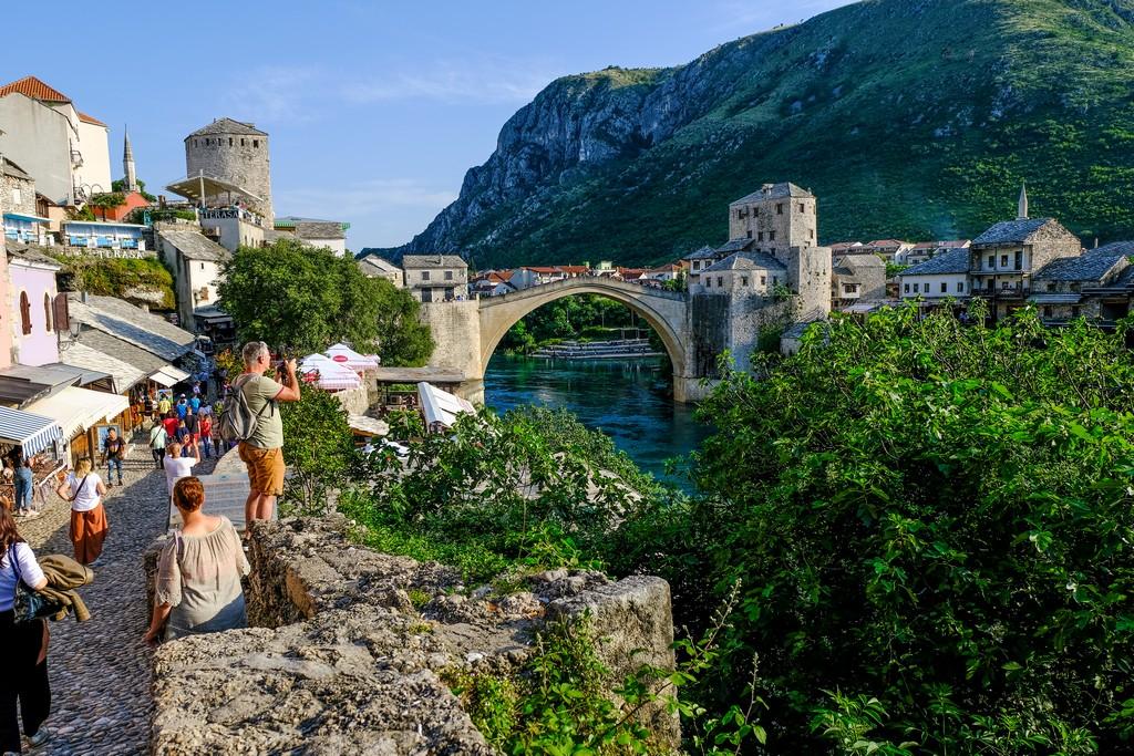 Vista del Ponte Vecchio dalla riva bosniaca musulmana