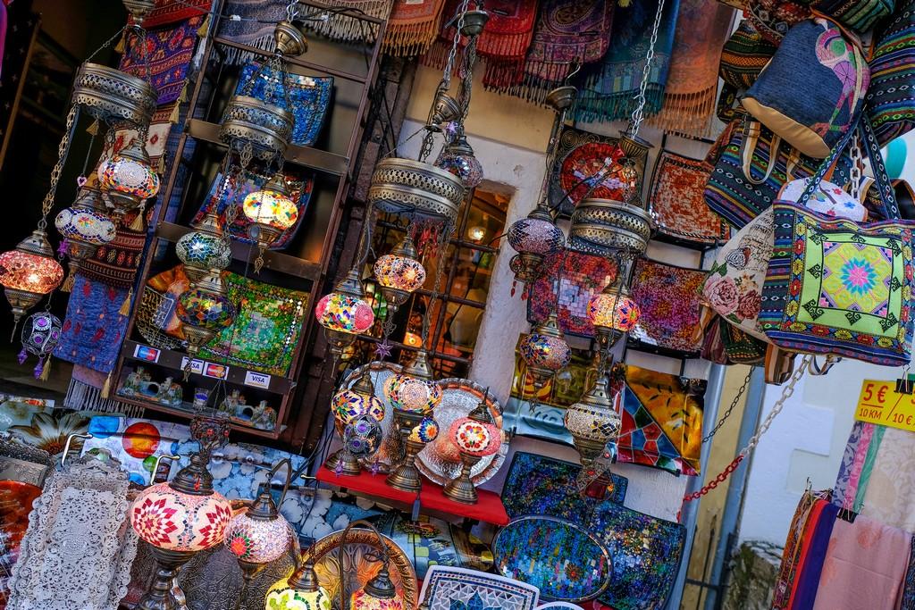 lampadari e borse bazar mostar