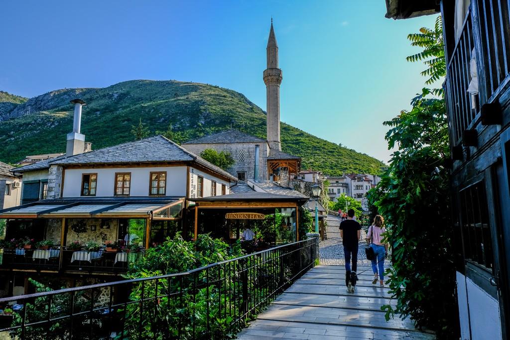 vista minareto moschea mostar tardo pomeriggio
