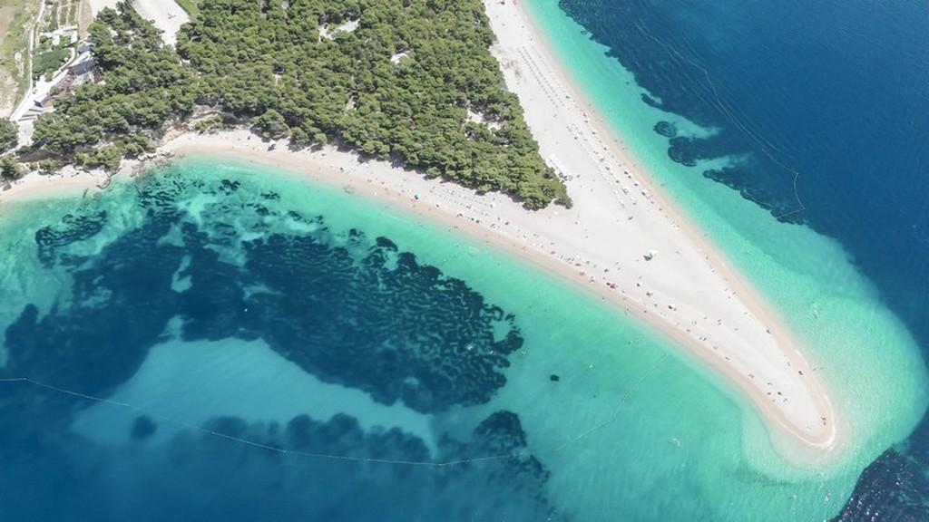 cosa vedere a Brač: vista aerea della spiaggia