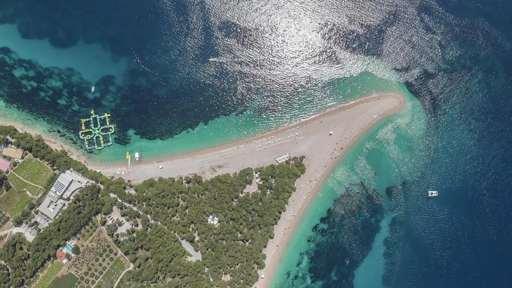 Cosa vedere a Brac: spiaggia vista dall'alto