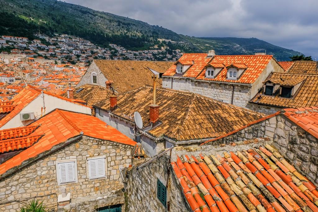 Differenza fra i tetti nuovi ricostruiti dopo la guerra e quelli vecchi