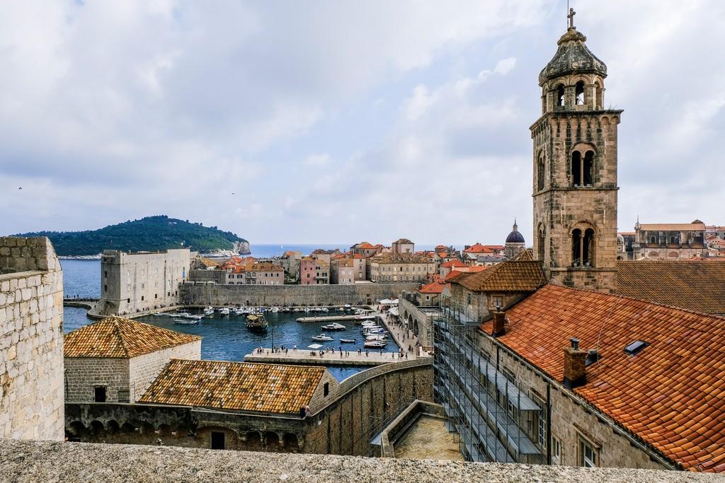 Vista del Monastero e della Fortezza di San Giovanni col suo porto