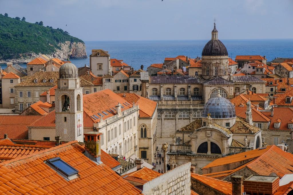 cosa vedere a dubrovnik vista su chiese e tetti della città