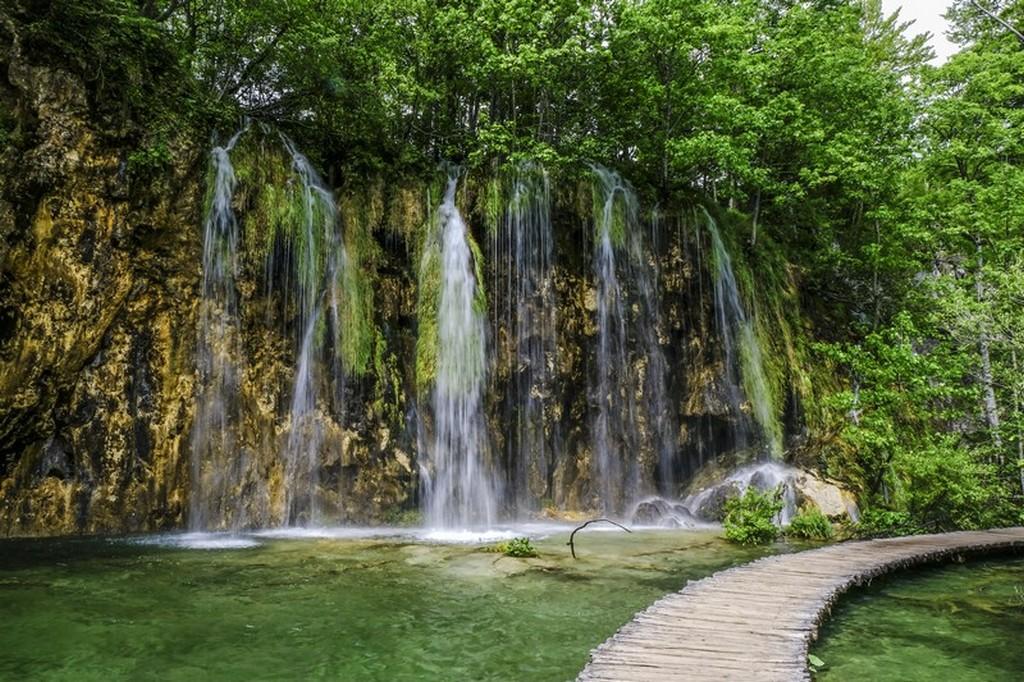 Guida laghi di Plitvice: passerella e cascata