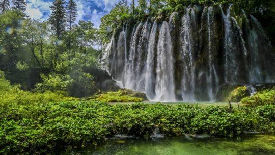 Guida ai laghi di Plitvice: cascata