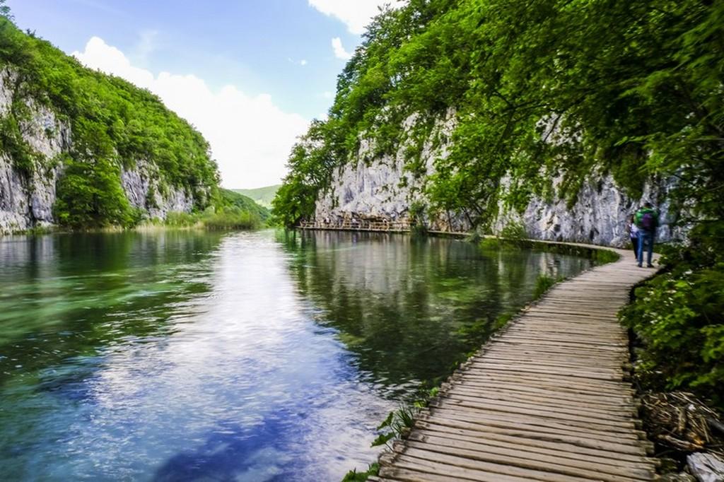 Guida laghi di Plitvice: passerella sul lago