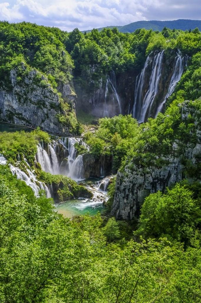 Guida laghi di Plitvice: cascate viste da lontano