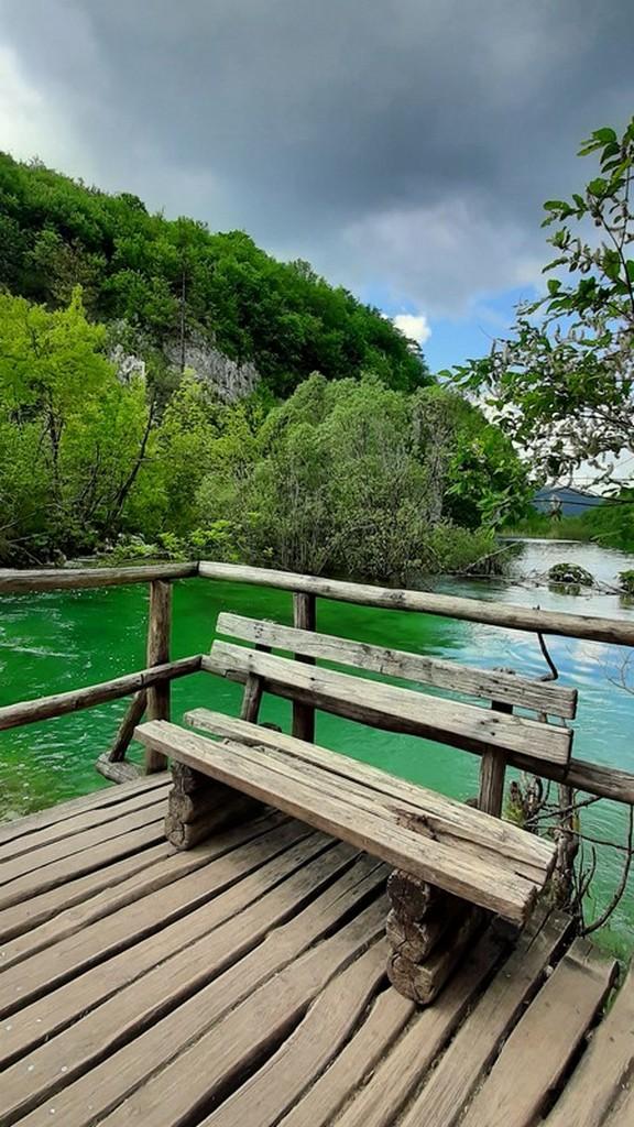 Guida laghi di Plitvice: panchina sul lago