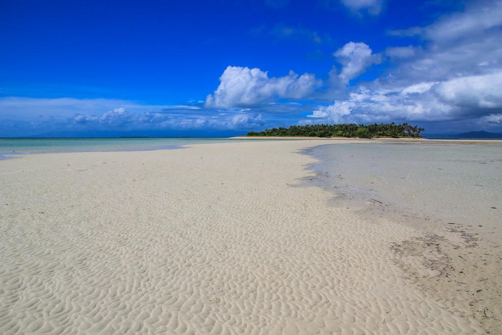 lingua di sabbia al largo di un'isola