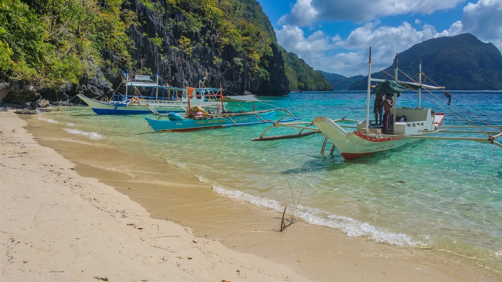 barche ancorate in spiaggia