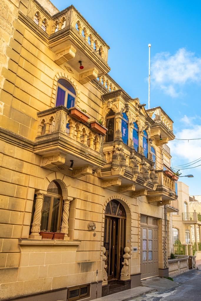 facciata con balconcini