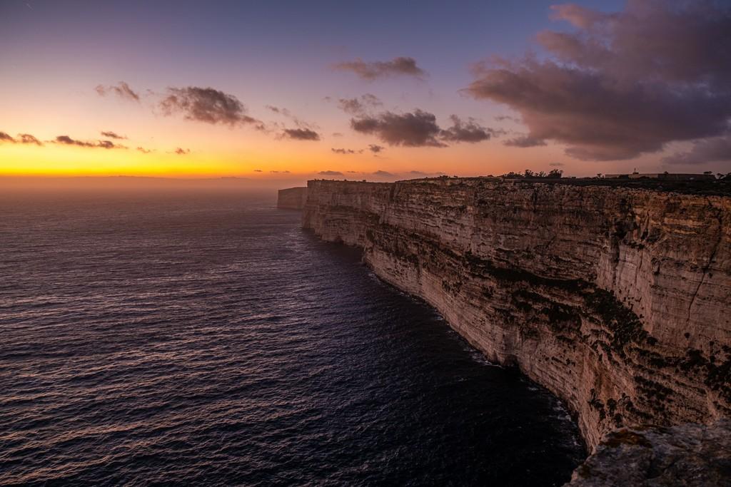 tramonto sulla scogliera