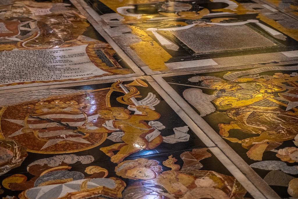pavimento in marmo policromo
