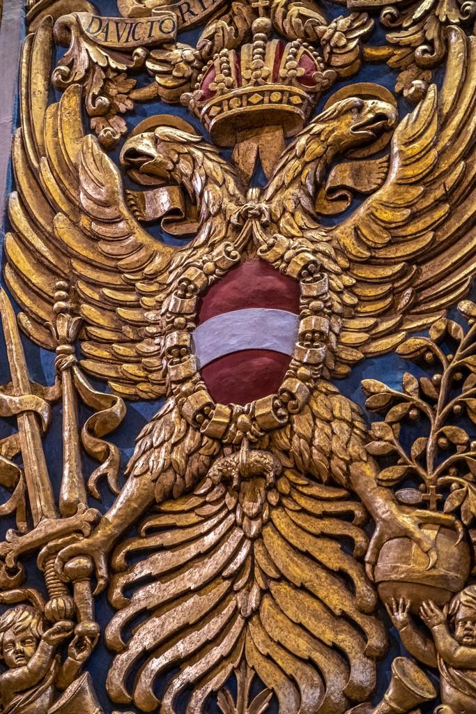Guida alla Co-Cattedrale di San Giovanni decoro in oro con bandiera