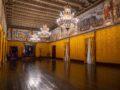 Palazzo del Gran Maestro interno con pareti gialle di sala ufficiale