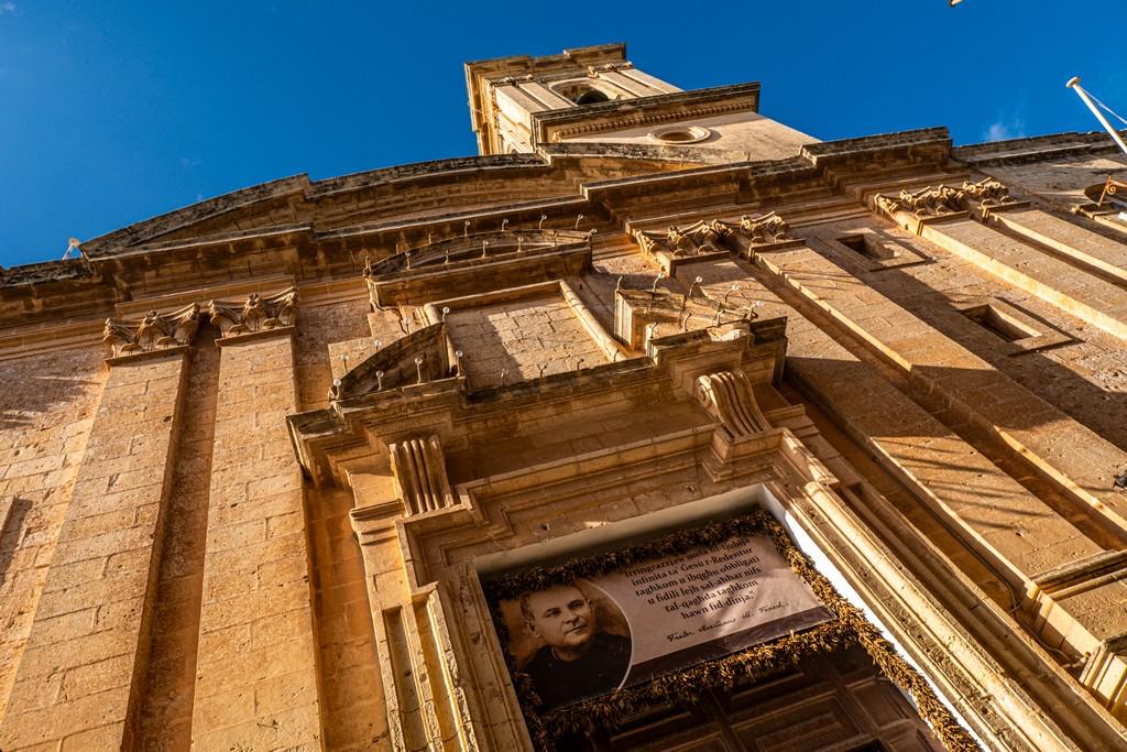 facciata di una chiesa